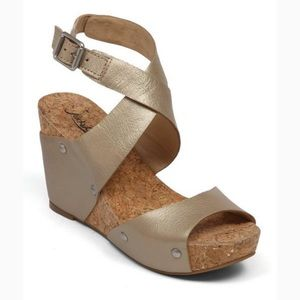 EUC Lucky Brand leather wedge sandals